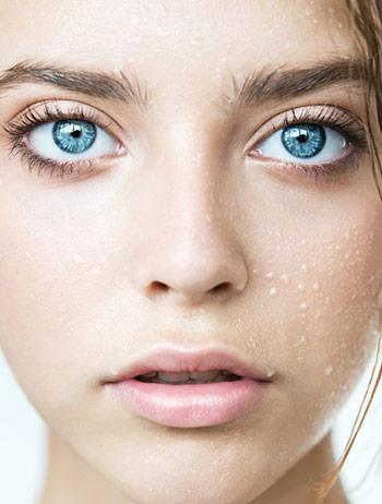 förebygga rynkor i ansiktet med fukt