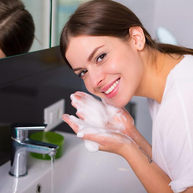Vilka hudvårdsprodukter ska jag använda för en bra hudvårdsrutin?